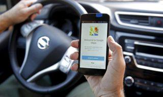 Google Maps : comme sur Waze, on peut désormais signaler des dangers sur la route