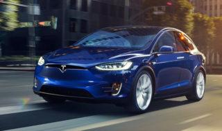 Les voitures de Tesla s'arrêtent désormais automatiquement aux feux rouges