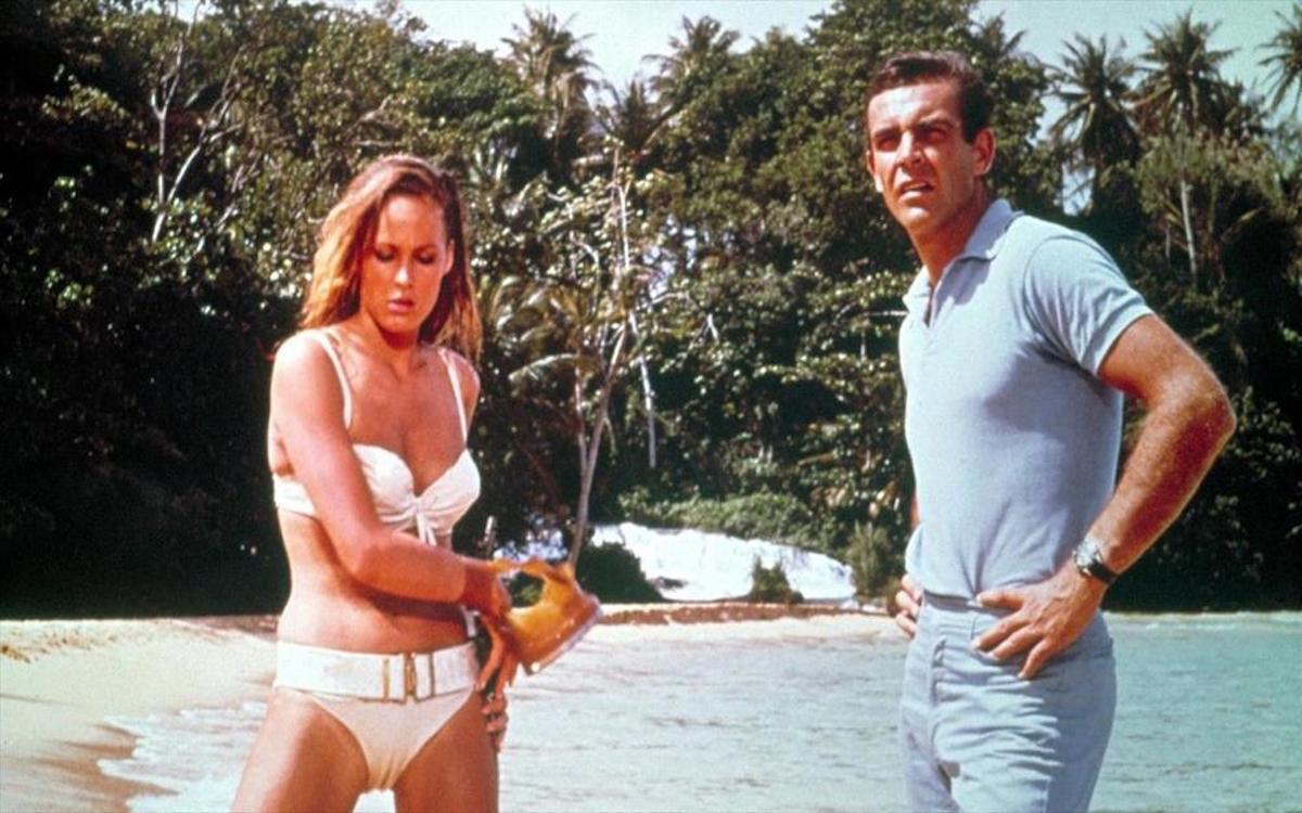 Ursula Andress (Honey Ryder), Sean Connery (James Bond)