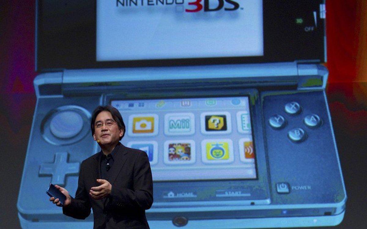 Satoru Iwata, l'ex-patron regretté de Nintendo, présentant la 3DS en 2011 à San Francisco. Crédits image : Keystone