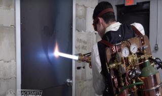 Star Wars : il fabrique un redoutable sabre laser pouvant découper du métal