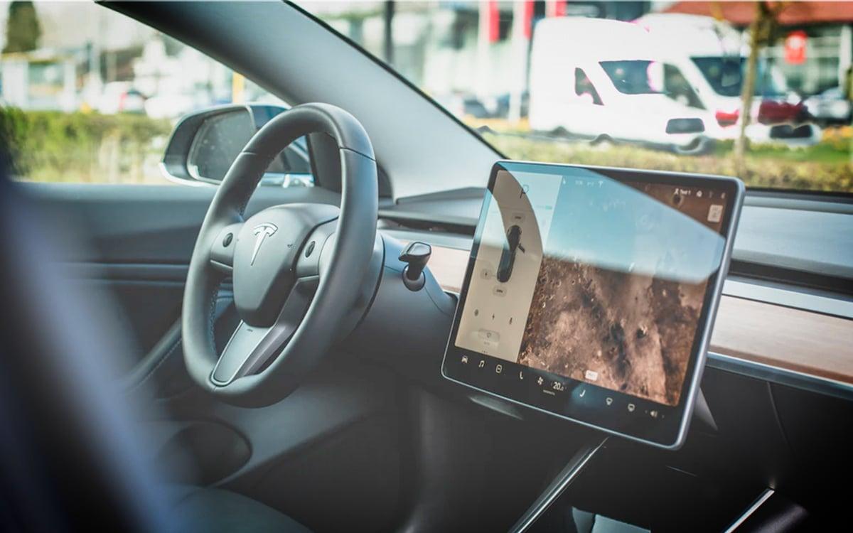 Tesla : conduite sans chauffeur