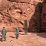 Un étrange monolithe découvert dans un désert