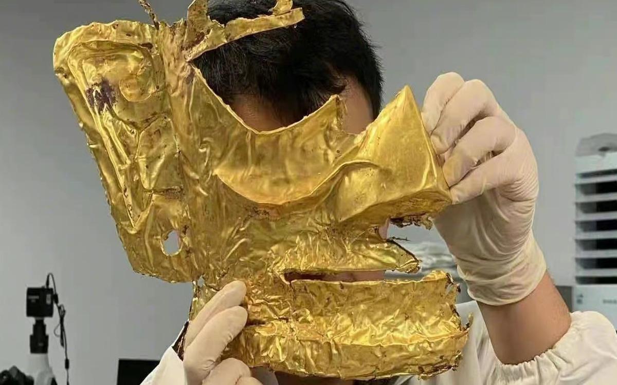Un masque en or découvert en Chine