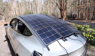 Tesla : il installe des panneaux solaires sur sa Model 3 pour la recharger (et ça fonctionne)