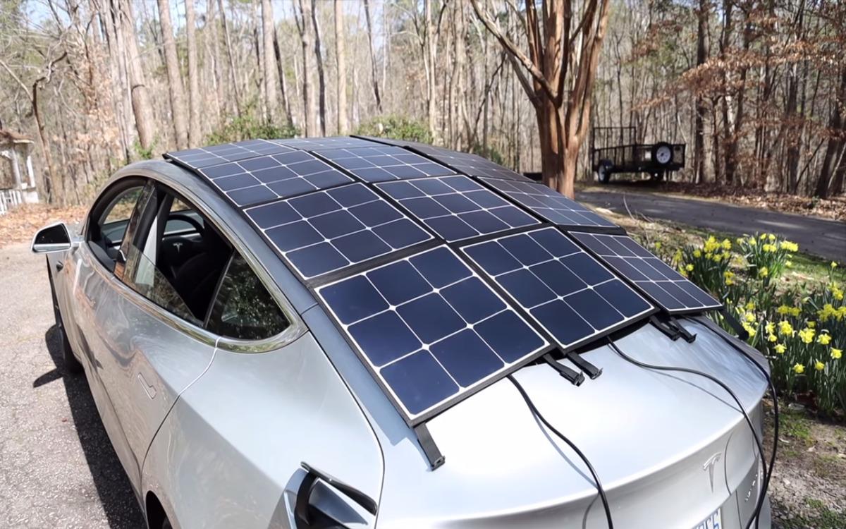 Des panneaux solaires embarqués sur une Tesla