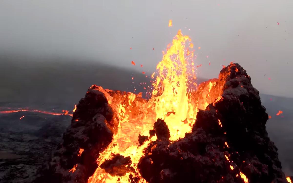 Eruption vue à dos de drone