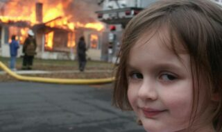 Disaster Girl : la fillette du célèbre mème empoche 415 000 € en vendant sa photo aux enchères