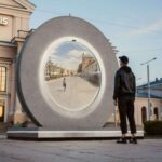 Un portail qui connecte deux villes en temps réel