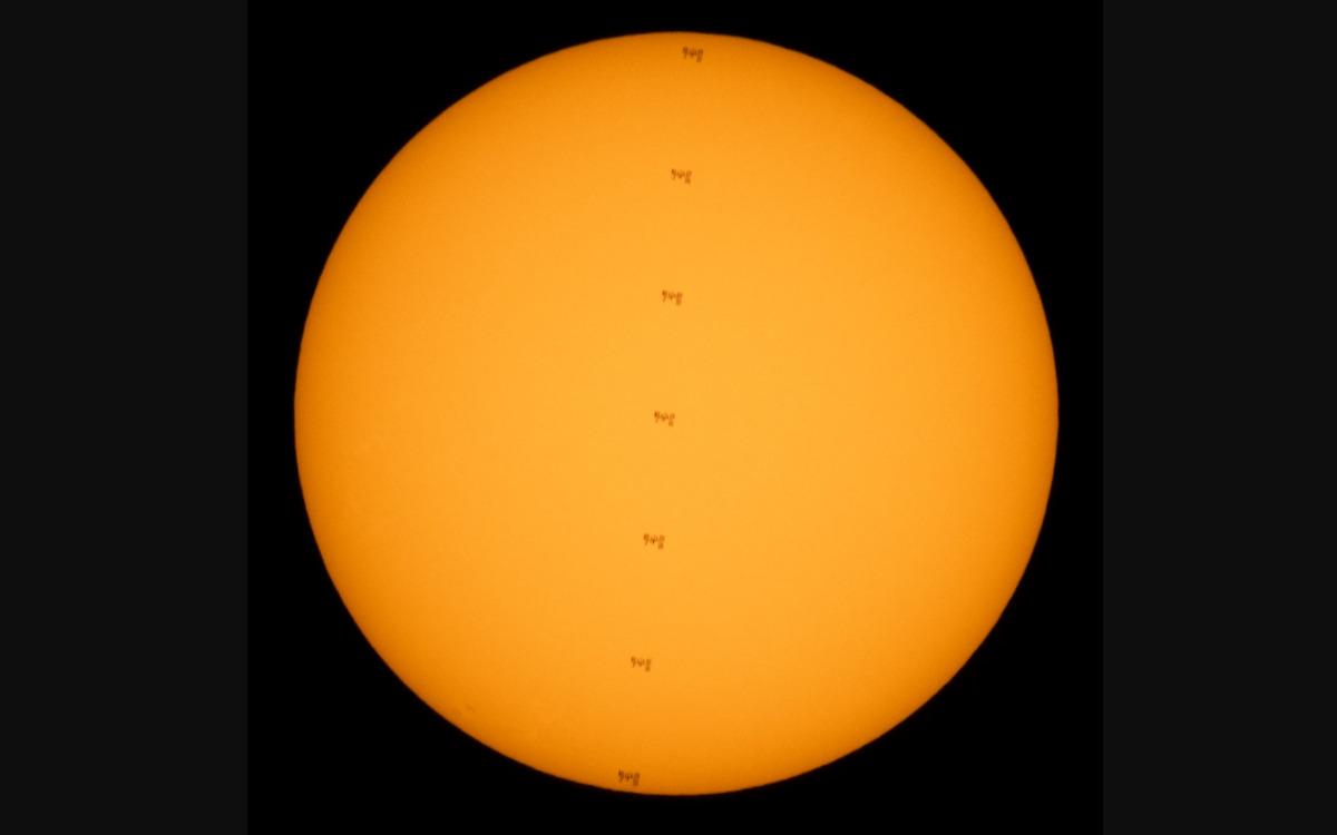 L'ISS passant devant le soleil