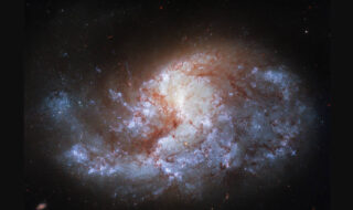 Hubble dévoile un sublime cliché d'une galaxie localisée à 68 millions d'années-lumière de la Terre