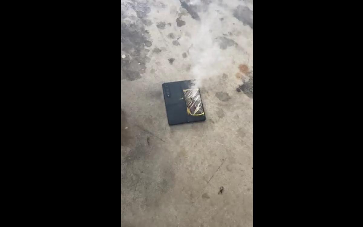 Galaxy Z Fold 3 en feu