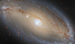 Le télescope Hubble immortalise cette incroyable galaxie en forme d'œil céleste