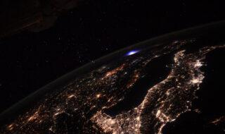 Thomas Pesquet immortalise une étrange lumière bleue depuis l'espace, de quoi s'agit-il ?
